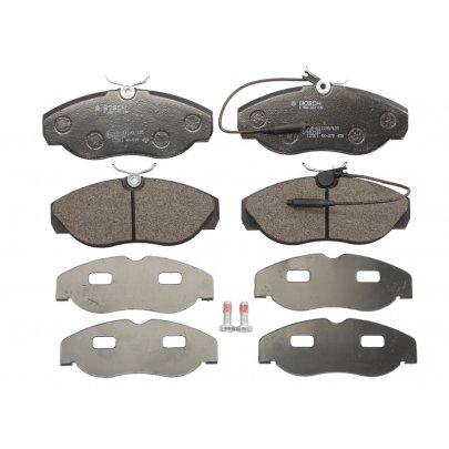 Тормозные колодки передние (с датчиком, R15) Fiat Ducato / Citroen Jumper / Peugeot Boxer 1994-2002 0986424030 BOSCH (Германия)