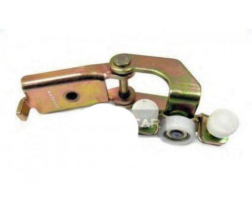 Ролик правой боковой двери средний (с кронштейном) MB Sprinter 95-06 9017601347/MG MAXGEAR (Польща)